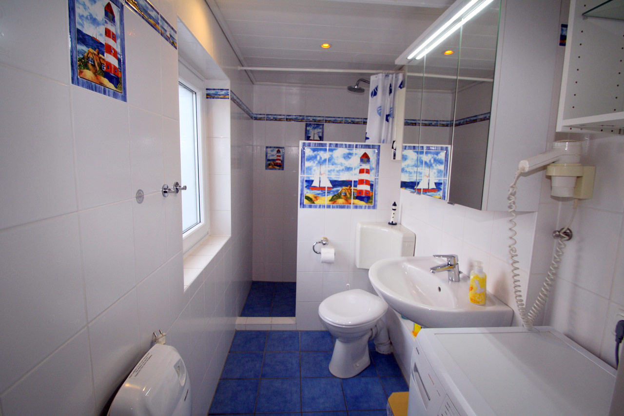 Dusche + WC im Erdgeschoß