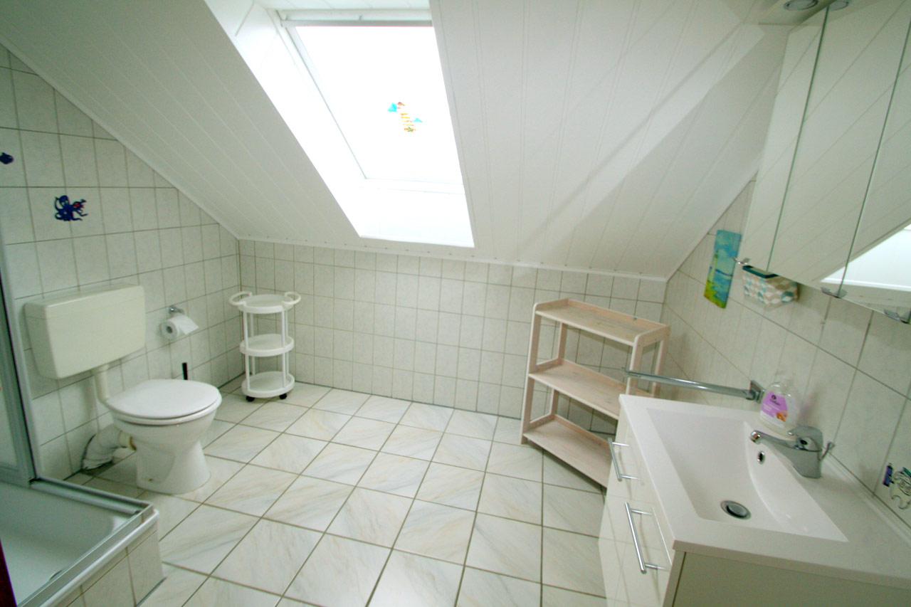 Dusche + WC im Oberschoss